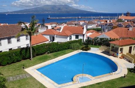 Hotel Horta_Pool mit Ausblick
